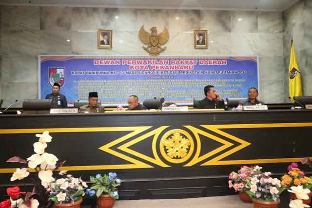 PIMPINAN DPRD dan Wakil Walikota Pekanbaru pimpin pengesahan  Ranperda PTSP - (Ada 0 foto)