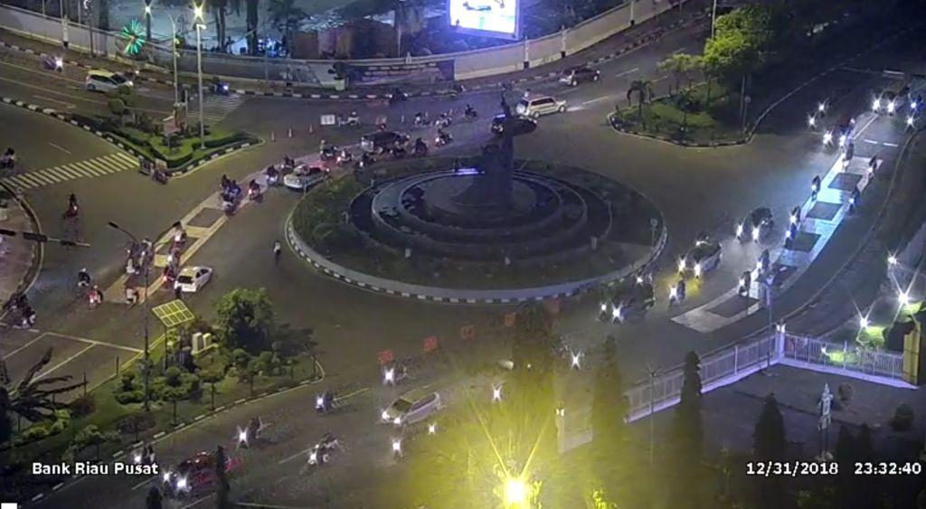 Ruas Jalan di Sekitar Bundaran Tugu Zapin Pekanbaru, Menjelang Pergantian Tahun  - (Ada 0 foto)