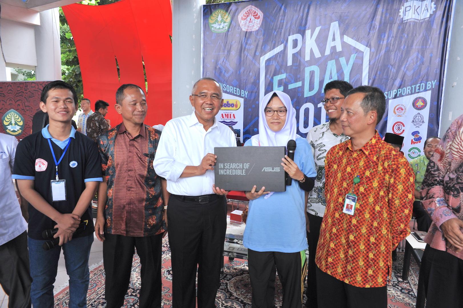 Gubernur Riau H Arsyadjuliandi Rachman Dalam Suatu Kesempatan Acara (Foto : Humas Riau) - (Ada 0 foto)
